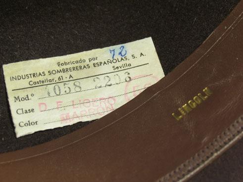 Tarjeta identificativa del sombrero